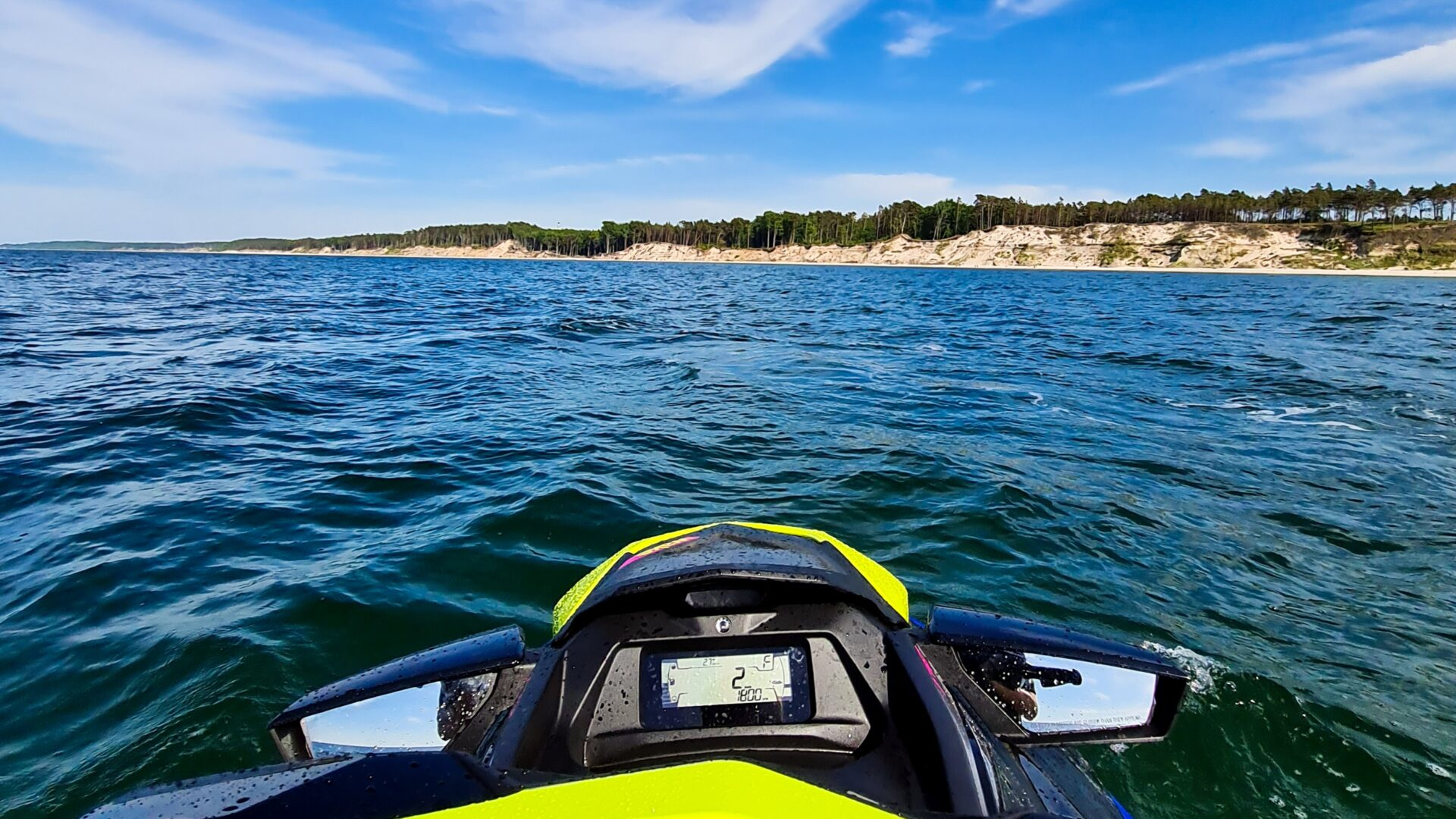 Wybrzeże Ustki widziane ze skutera wodnego - Wypożyczalnia SURF IT w Ustce