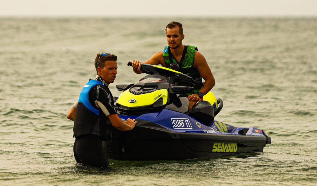 Wypożyczenie skutera wodnego ze sternikiem - SURF IT Ustka